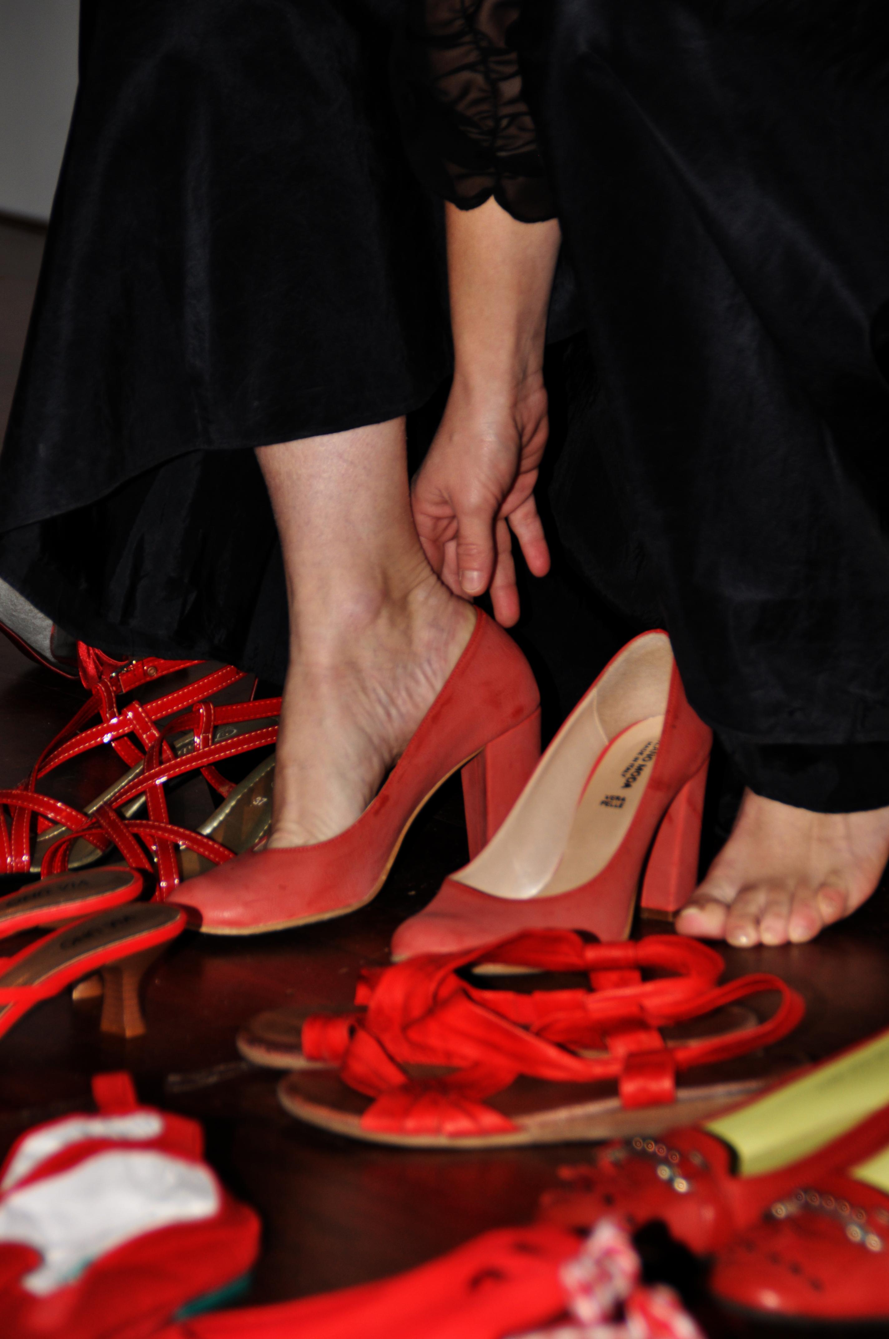 perche le scarpe rosse sono il simbolo del 25 novembre linea d ascolto mariposa altervista